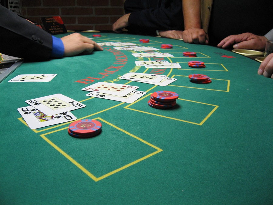 Strategies That Can Be Used While Playing Poker Game Online!