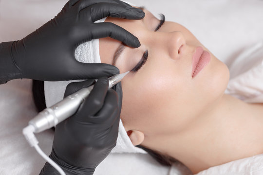 How to Get a Permanent Eyeliner